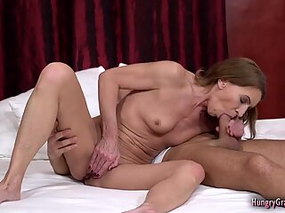 Banging a super hot granny with petite body