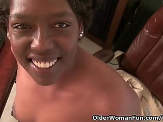Office grannie Amanda peels off off and plays with her old cooter