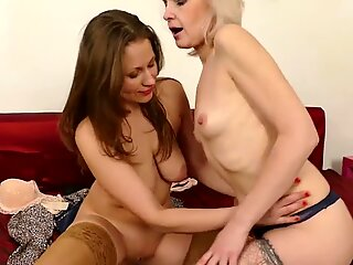 Moms Audrey and Artemia try lesbian sex