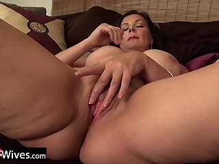 Curvy Wife from USA in red panties rubbing clit