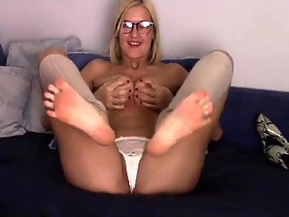 GILF with sexy feet and leg warmers -NO SOUND
