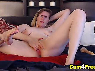 Blonde Hottie Teased Her Viewers With Her Sexy Curves