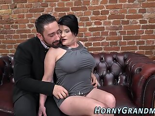 Fat old lady gets fucked