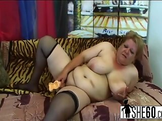 Fat granny Venuse toys succulent pussy and gets fucked by strong stud Frank Tyler