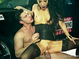 Asa Akira is one hot driving instructor