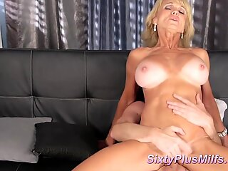 Mature chick gets wet and fucks