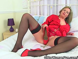 UK cougar silky will raw your appetite for juicy pussy
